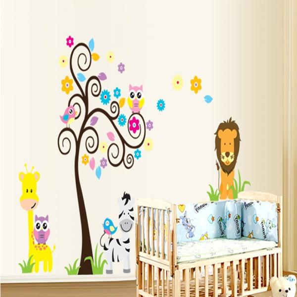Autocolant decorativ - Copac carliontat si animalute