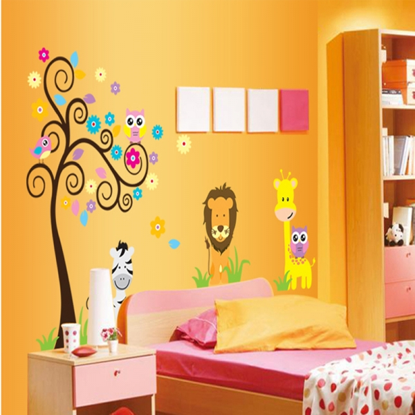Autocolant decorativ - Copac carliontat si animalute 3