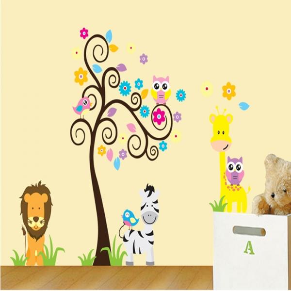 Autocolant decorativ - Copac carliontat si animalute 5