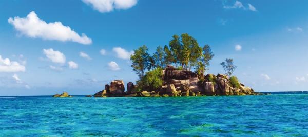 Fototapet Insula cu Stanci si Ape Tropicale 0