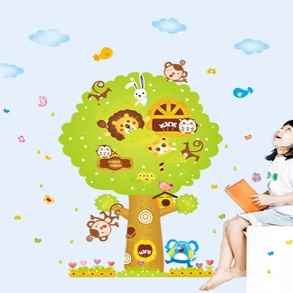 Sticker camere copii - Copacul Urias 0