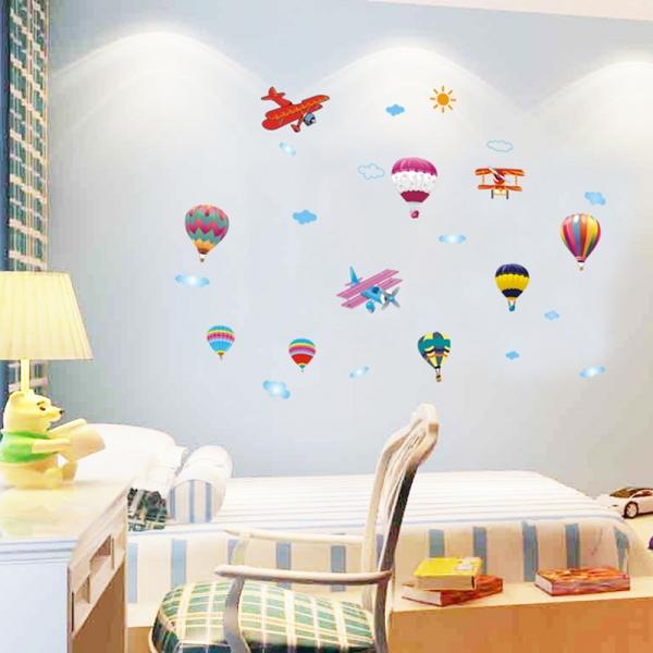 Sticker perete pentru camera copilului - Baloane si avioane 1